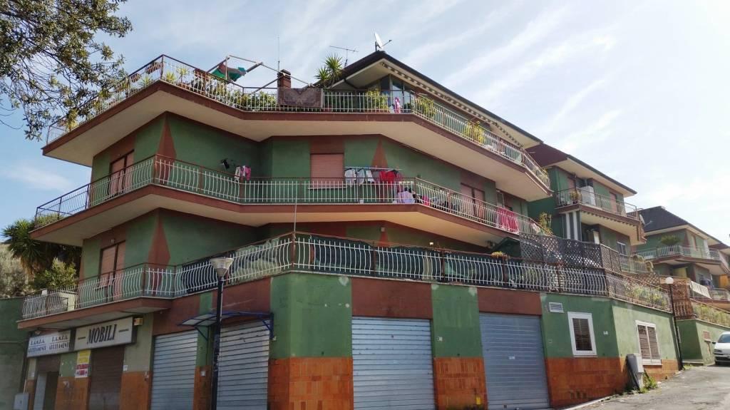 Appartamento in buone condizioni in vendita Rif. 4467771