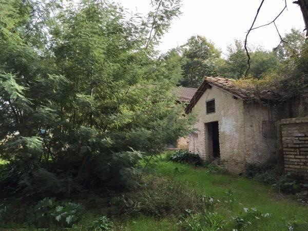 Rustico / Casale da ristrutturare in vendita Rif. 8644251