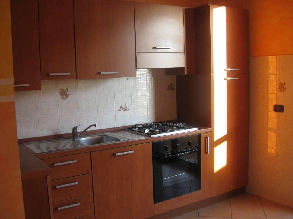 Appartamento in ottime condizioni parzialmente arredato in affitto Rif. 7690187