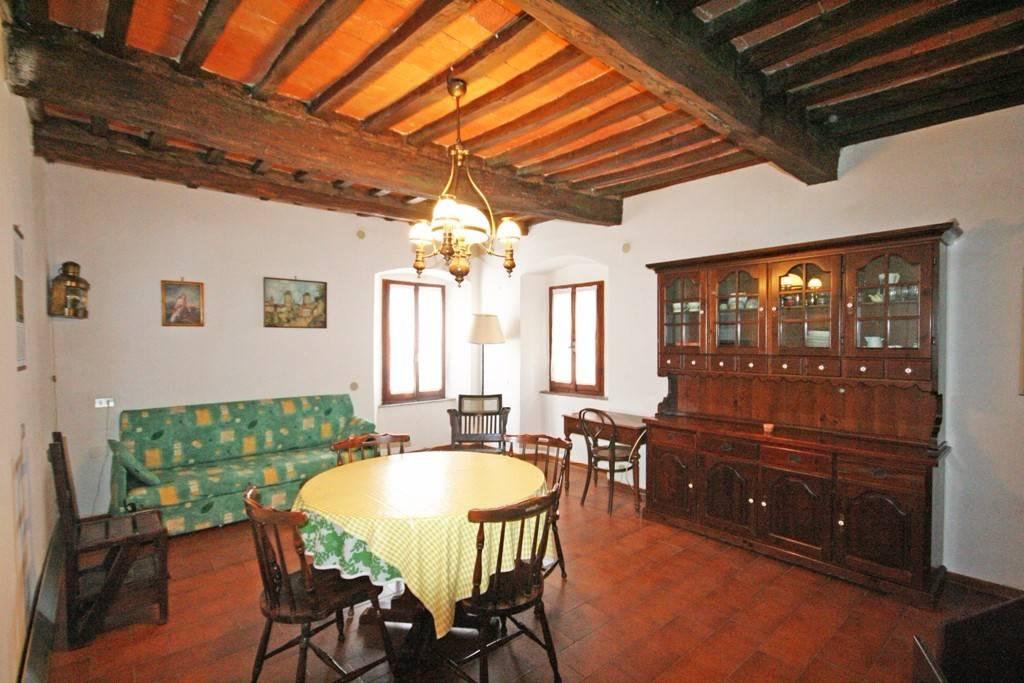 Appartamento in buone condizioni parzialmente arredato in vendita Rif. 8786649