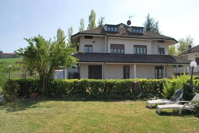 Villa in vendita a Montelupo Albese, 6 locali, prezzo € 690.000   CambioCasa.it