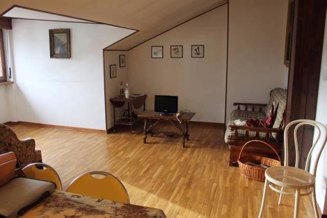 Appartamento in ottime condizioni arredato in affitto Rif. 4989571