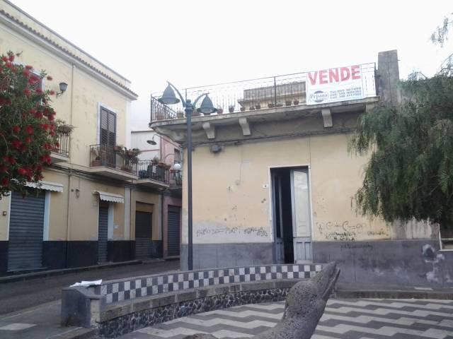 Palazzo / Stabile in vendita a Fiumefreddo di Sicilia, 6 locali, prezzo € 290.000 | CambioCasa.it