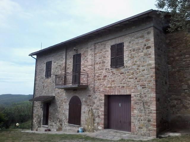 Rustico in Vendita a Magione: 5 locali, 220 mq