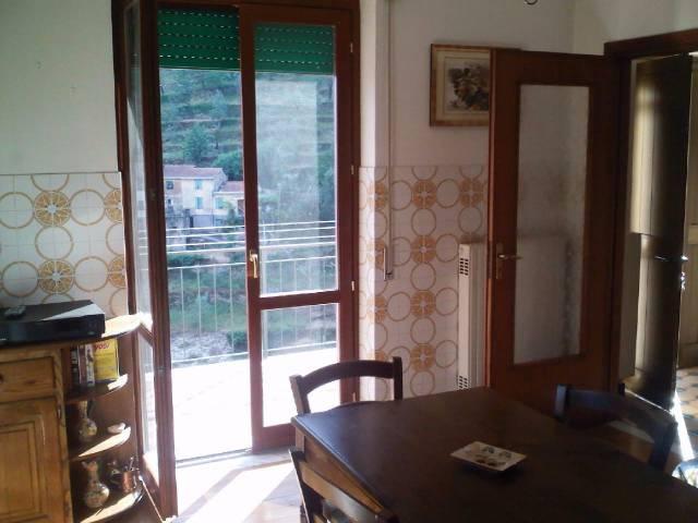 Appartamento in buone condizioni parzialmente arredato in affitto Rif. 4361568
