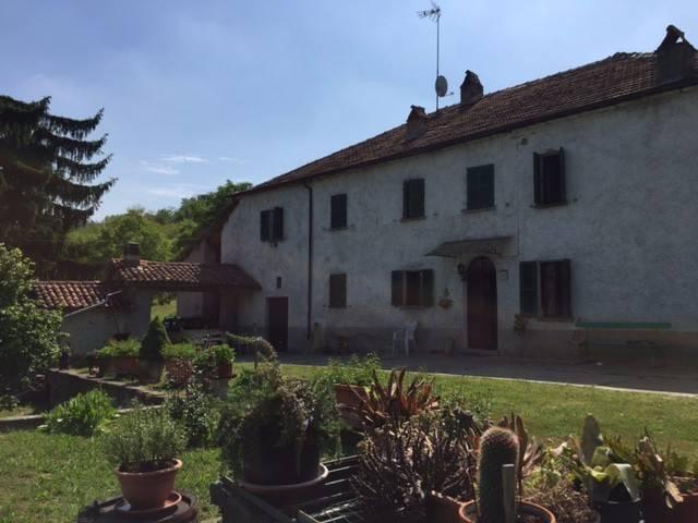 Rustico / Casale in vendita a Bubbio, 6 locali, prezzo € 330.000 | CambioCasa.it