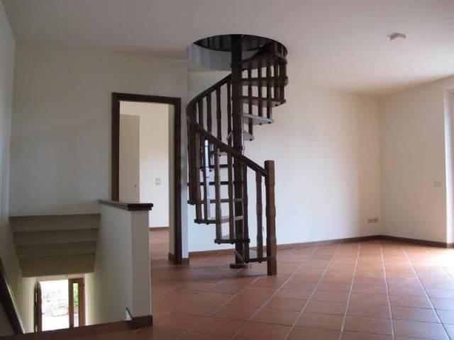 Appartamento in Affitto a Pistoia Semicentro: 5 locali, 184 mq