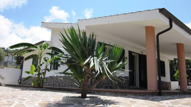 Villa in buone condizioni in vendita Rif. 4390132