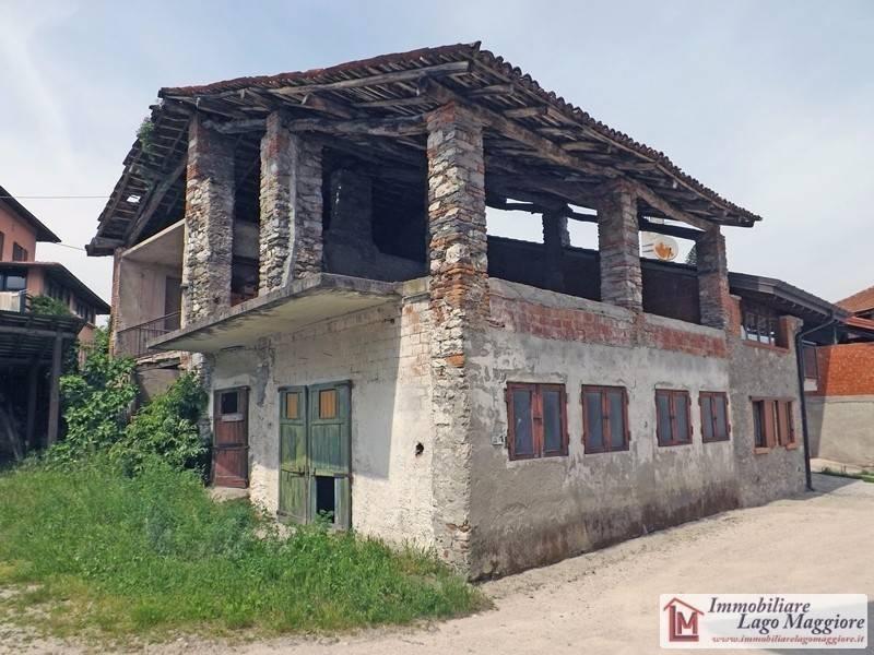 Rustico / Casale in vendita a Travedona-Monate, 6 locali, prezzo € 55.000   PortaleAgenzieImmobiliari.it