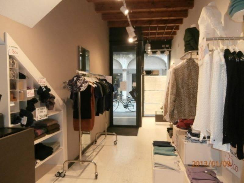 Negozio / Locale in affitto a Mantova, 2 locali, prezzo € 1.300 | PortaleAgenzieImmobiliari.it