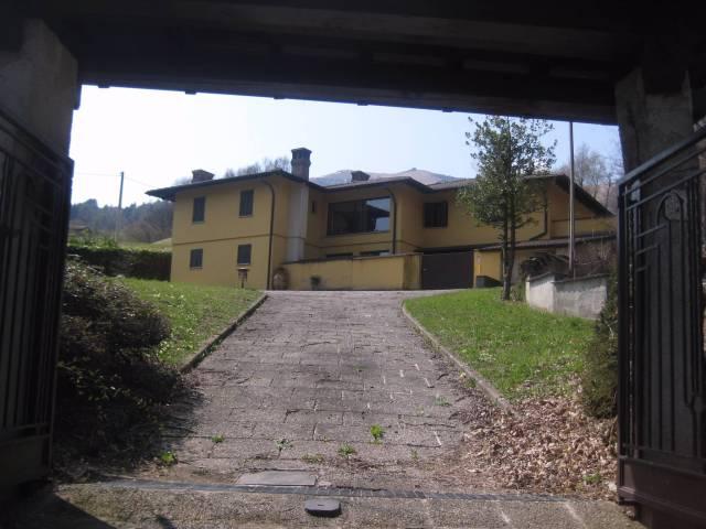 Villa in ottime condizioni parzialmente arredato in vendita Rif. 4937877