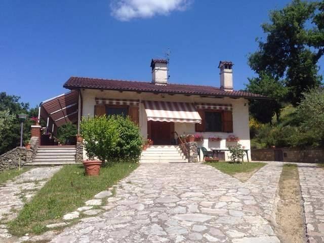 Villa in Vendita a Magione: 5 locali, 300 mq