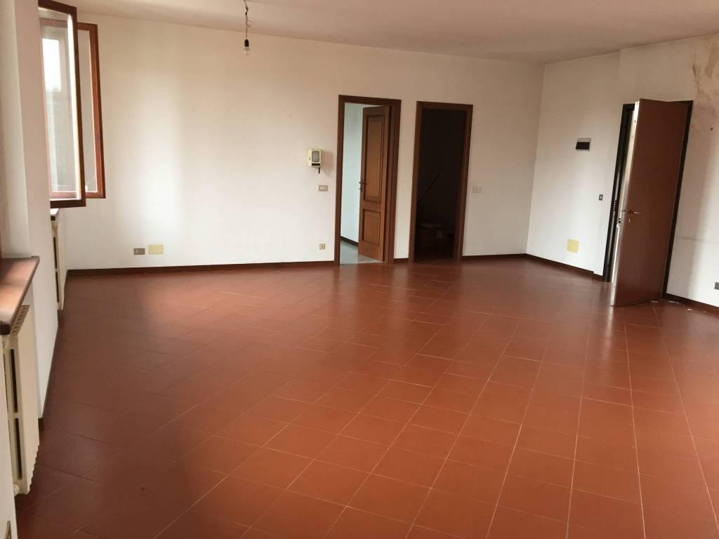 Appartamento in ottime condizioni parzialmente arredato in affitto Rif. 8744216