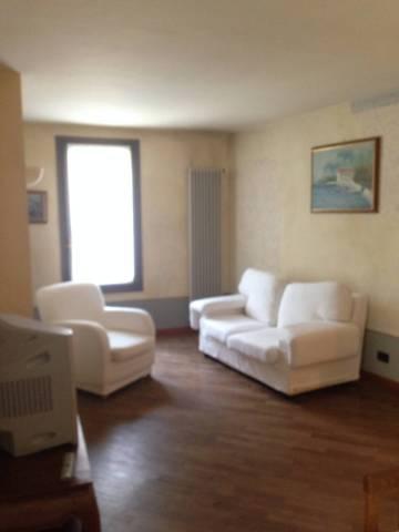 Appartamento in ottime condizioni arredato in affitto Rif. 4401249