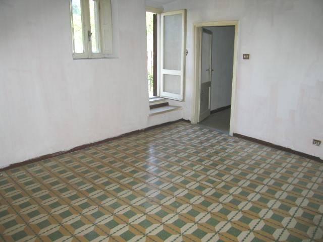 Appartamento da ristrutturare in vendita Rif. 4383103