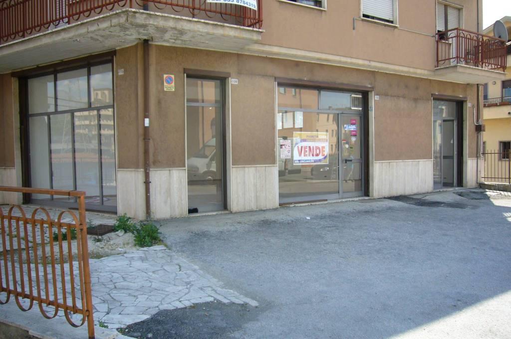 Rif. VL 43: AVEZZANO VIA ROMA - LOCALE COMMERCIALE
