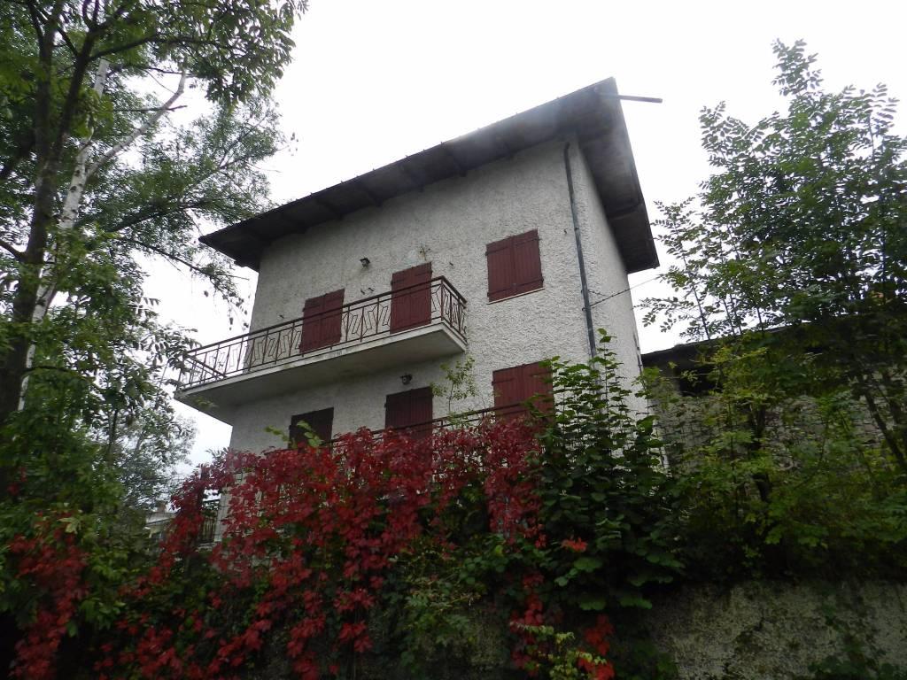 Foto 1 di Casa indipendente via Madonna Del Colletto 9, frazione Festiona, Demonte