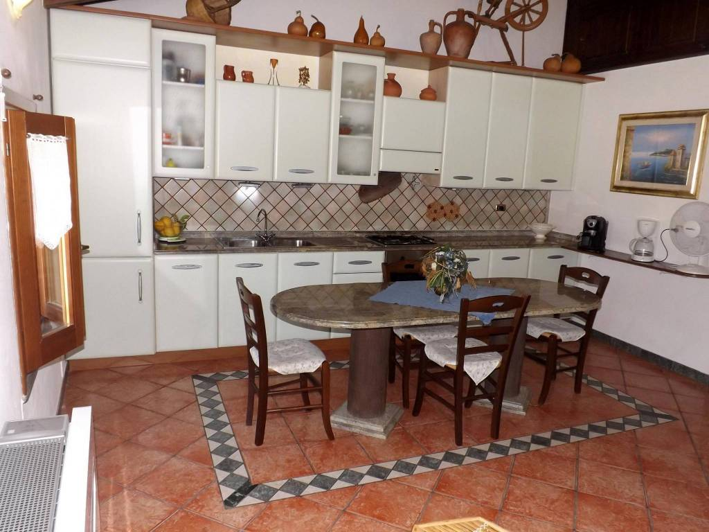 Appartamento in ottime condizioni arredato in vendita Rif. 8107456