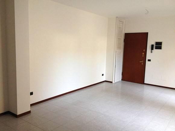 Ufficio / Studio in affitto a Borgomanero, 3 locali, prezzo € 400 | CambioCasa.it