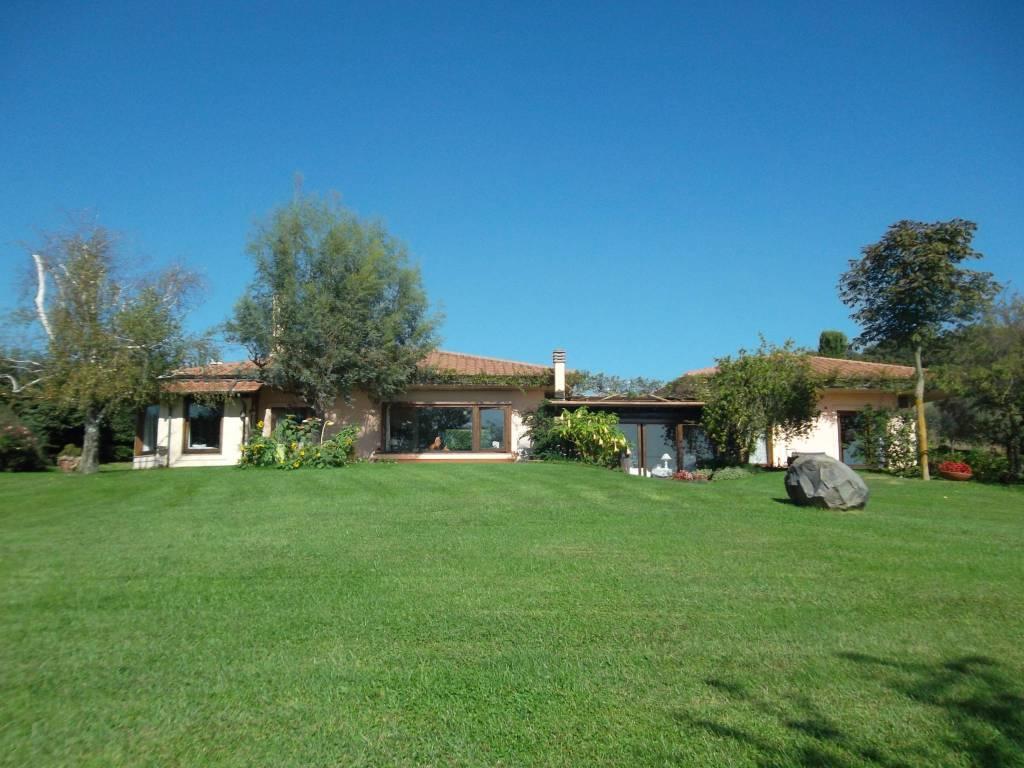 Villa in vendita a Trevignano Romano, 4 locali, prezzo € 850.000   CambioCasa.it