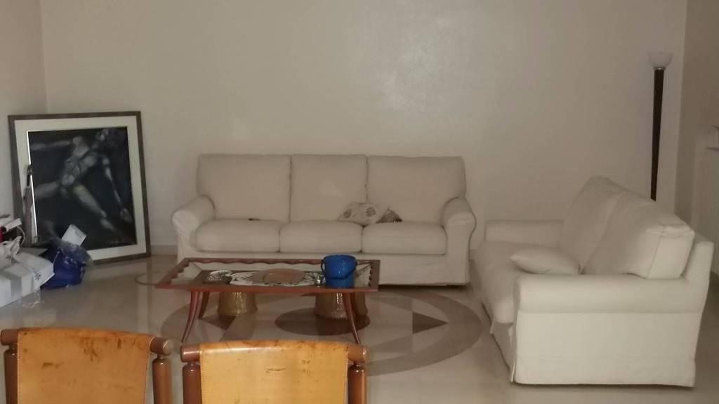 Appartamento in buone condizioni arredato in affitto Rif. 8999928