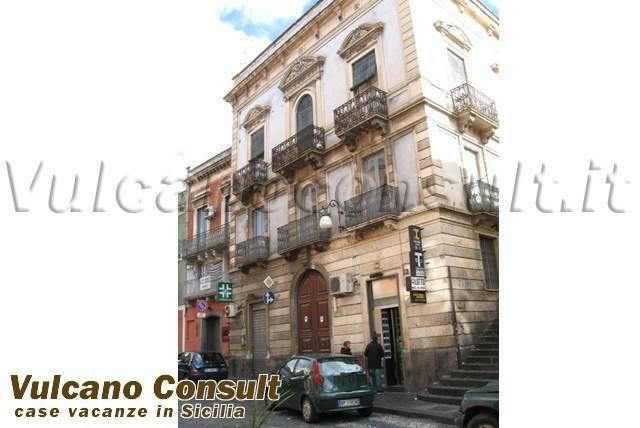 Palazzo / Stabile in vendita a Bronte, 6 locali, prezzo € 395.000 | CambioCasa.it
