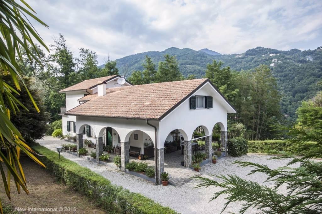 Villa in vendita a Borzonasca, 8 locali, prezzo € 590.000 | PortaleAgenzieImmobiliari.it