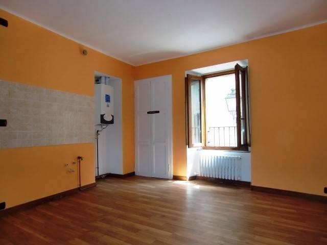 Appartamento in vendita a Canzo, 2 locali, prezzo € 65.000 | CambioCasa.it