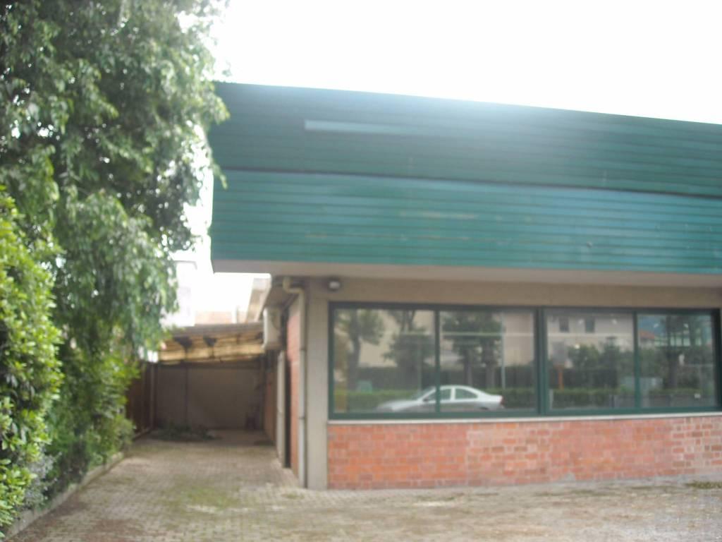 Capannone in affitto a Calcinaia, 4 locali, Trattative riservate | CambioCasa.it