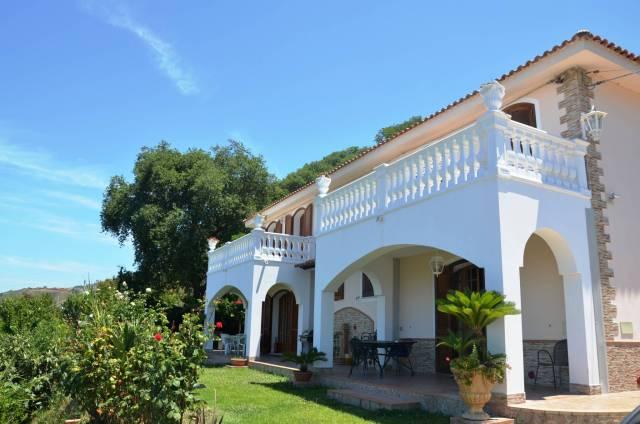 Villa in buone condizioni arredato in affitto Rif. 4390127