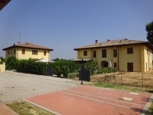 Foto 1 di Casa indipendente Bologna