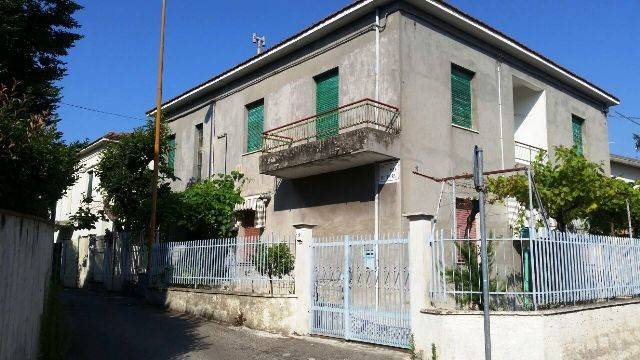 Casa indipendente 6 locali in vendita a Pescara (PE)