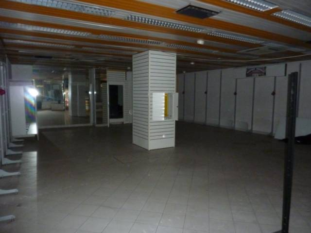 Negozio monolocale in vendita a Omegna (VB)