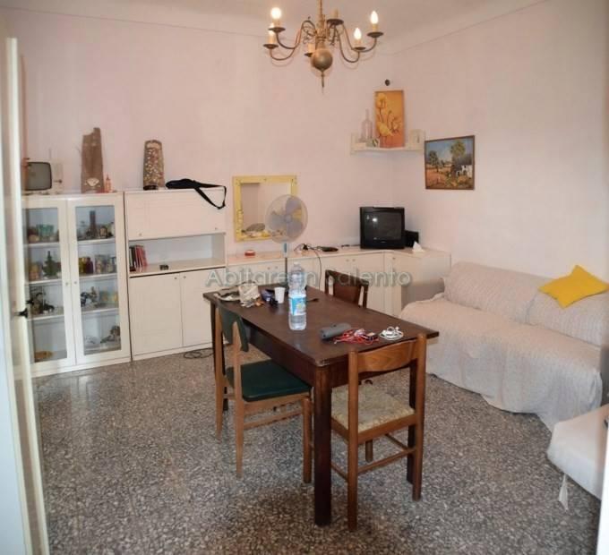 Appartamento in vendita a Castrignano del Capo, 6 locali, prezzo € 66.000 | PortaleAgenzieImmobiliari.it
