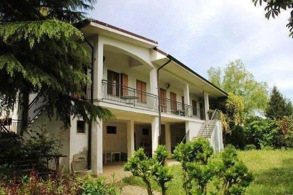 Villa in vendita a Tonco, 6 locali, prezzo € 239.000 | CambioCasa.it