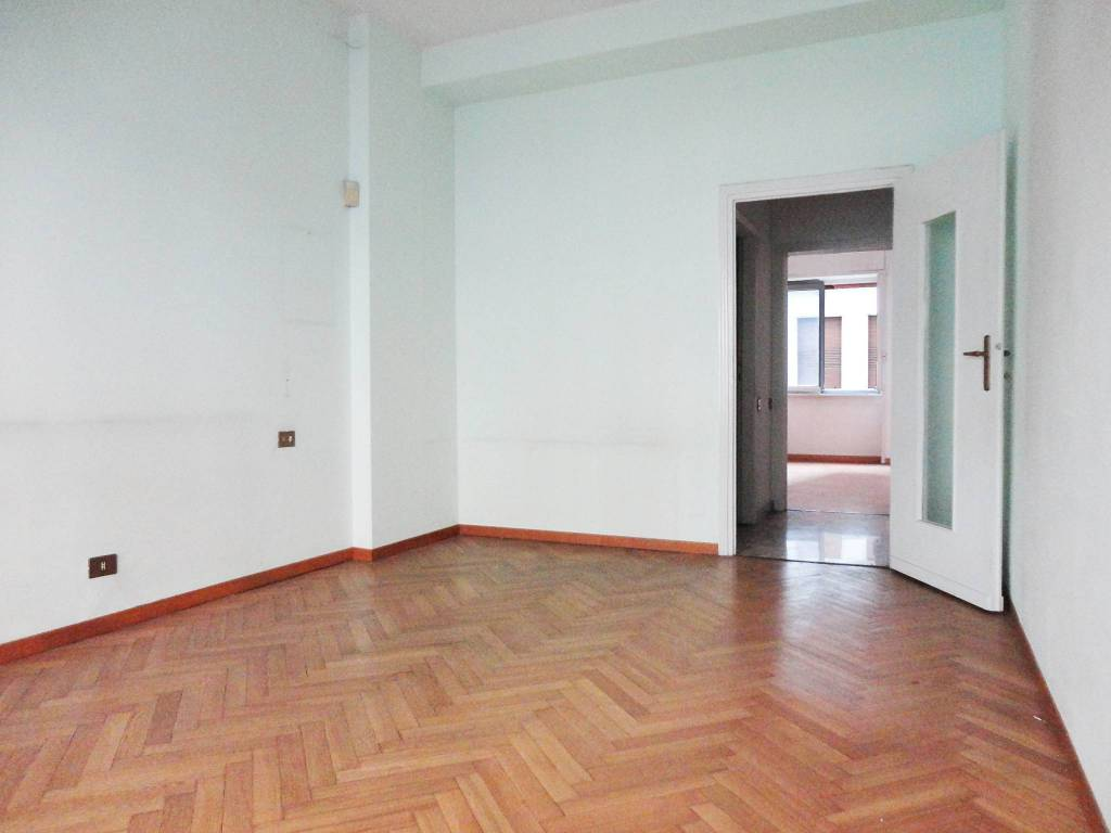 Appartamento in Vendita a Milano 17 Marghera / Wagner / Fiera: 3 locali, 110 mq