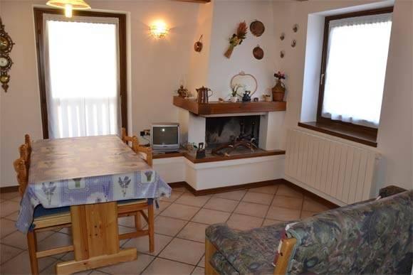 Appartamento in buone condizioni arredato in vendita Rif. 4240030
