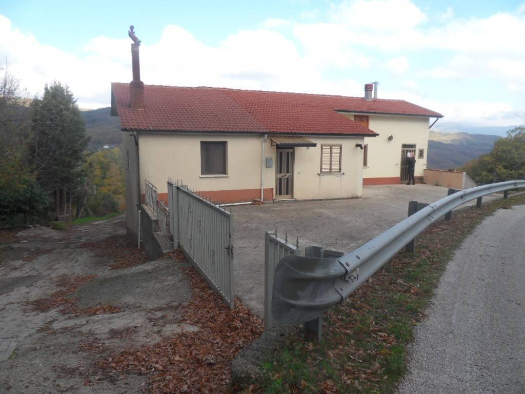 Appartamento in vendita a Lauria, 3 locali, prezzo € 68.000 | CambioCasa.it
