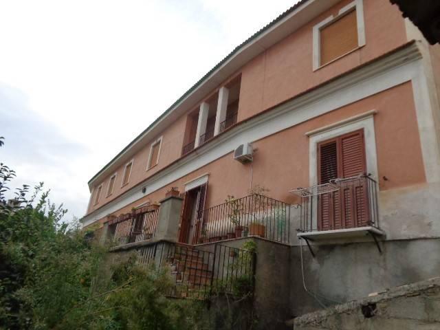 Stabile / Palazzo in buone condizioni in vendita Rif. 4221189