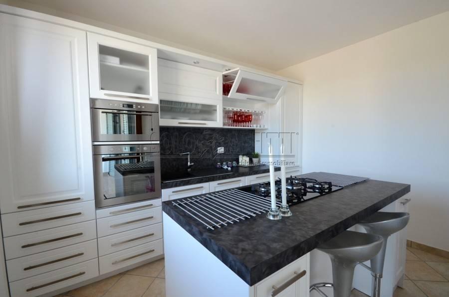 Appartamento parzialmente arredato in affitto Rif. 9212826