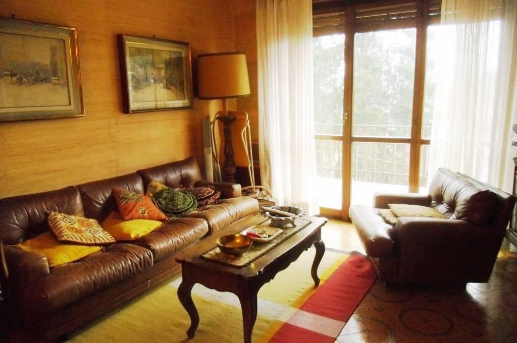 Appartamento in buone condizioni in vendita Rif. 8505556