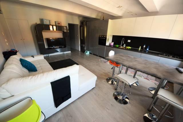 Appartamento in ottime condizioni arredato in vendita Rif. 4392177