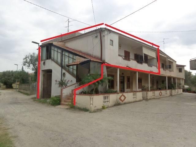 Appartamento in buone condizioni in vendita Rif. 8774277