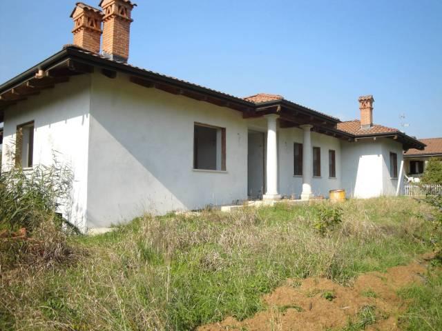Villa in Vendita a Maggiora Centro: 5 locali, 500 mq
