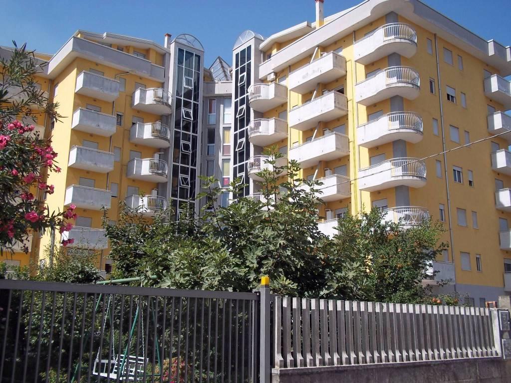 Appartamento in buone condizioni arredato in affitto Rif. 8936936