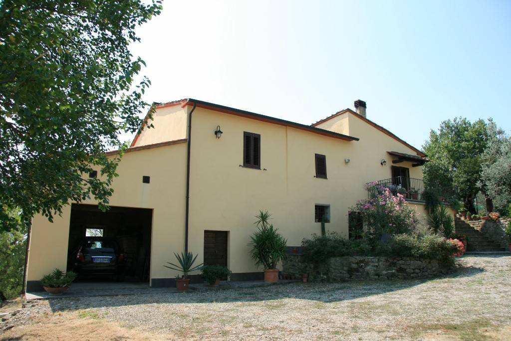Rustico in Vendita a Civitella In Val Di Chiana Centro: 5 locali, 161 mq
