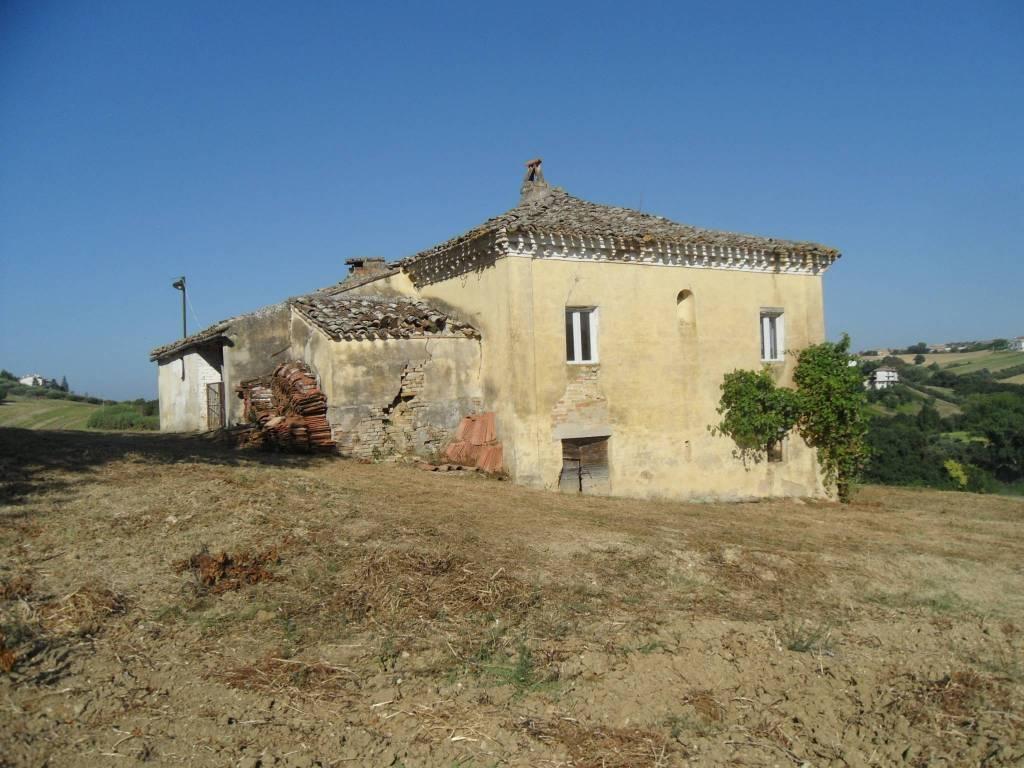 Rustico / Casale da ristrutturare in vendita Rif. 4362515