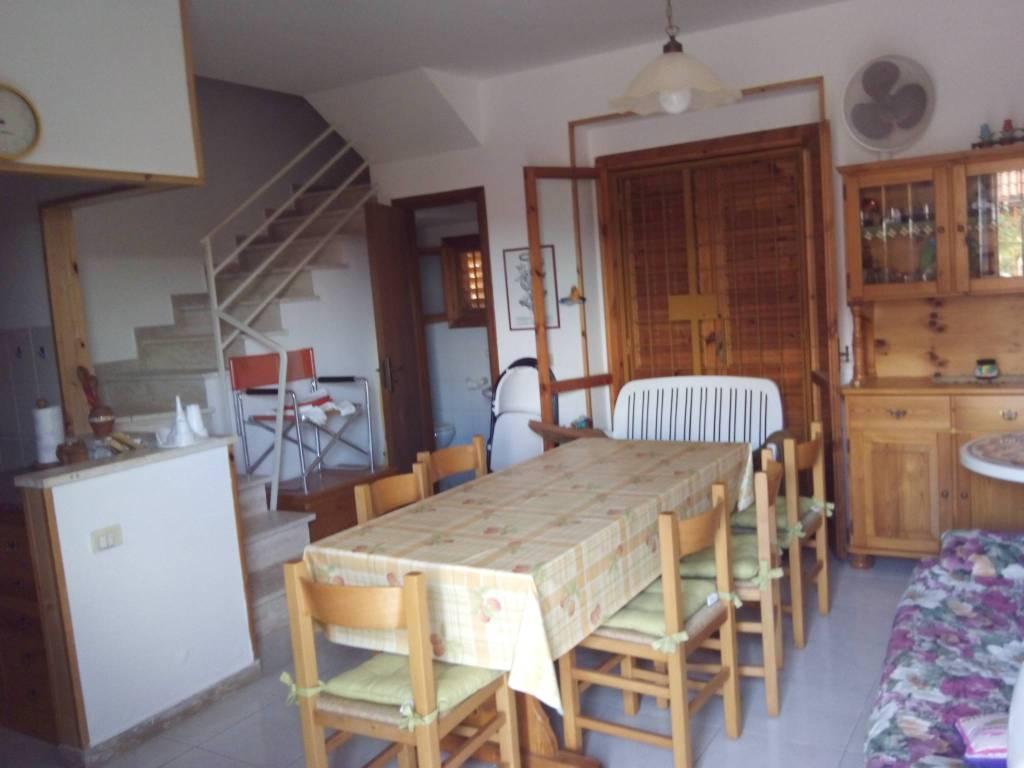 Villetta a schiera in buone condizioni arredato in vendita Rif. 4401885