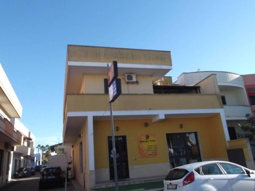Appartamento in buone condizioni in vendita Rif. 8199032