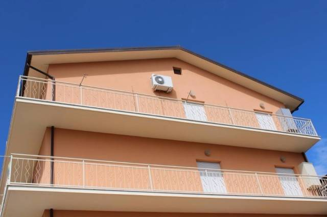 Appartamento in buone condizioni in vendita Rif. 4227105